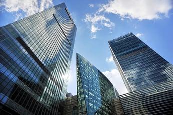 企業のIDおよびアクセス管理のリスクを軽減