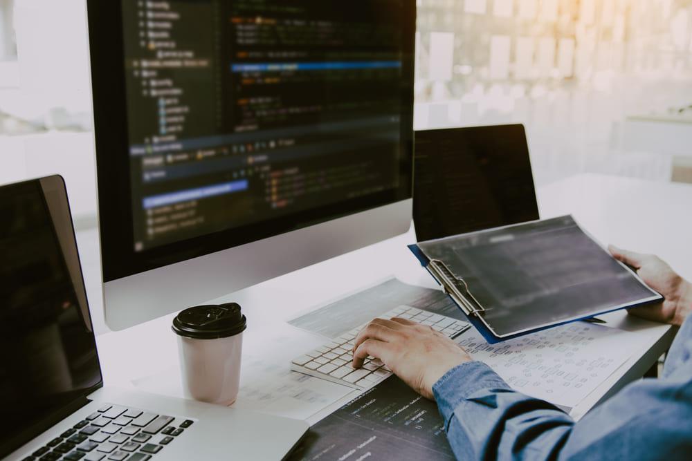 システム開発内製化のメリットとデメリットは?